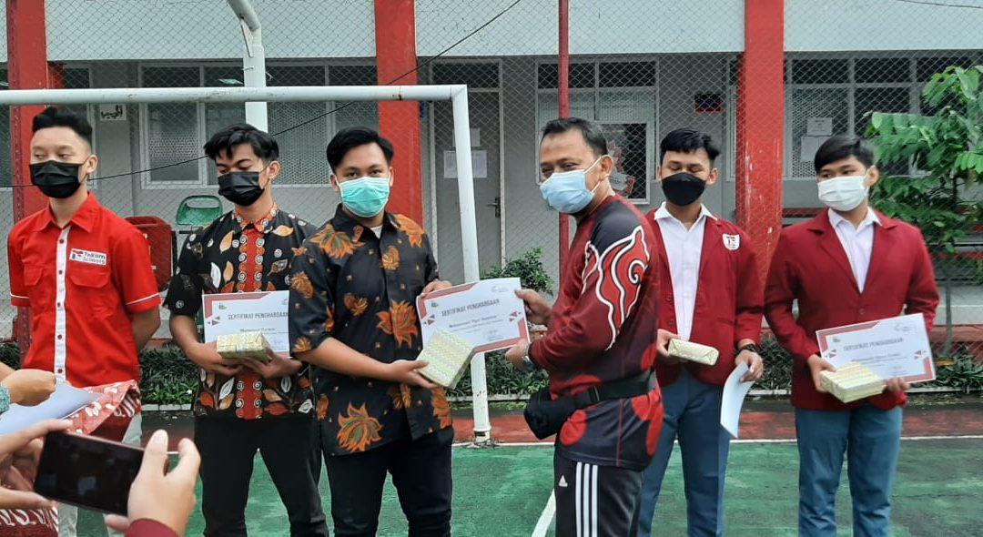 Penyerahan Penghargaan Siswa Berprestasi Siswa Telkom Schools Cirebon